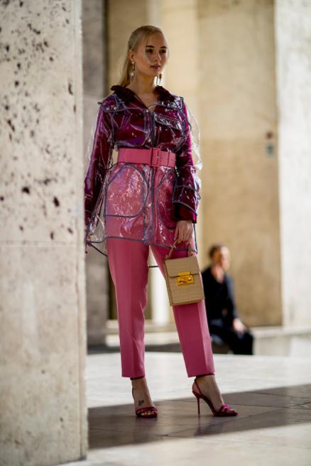 tendencias-da-moda-no-outono/inverno-2018-plastico