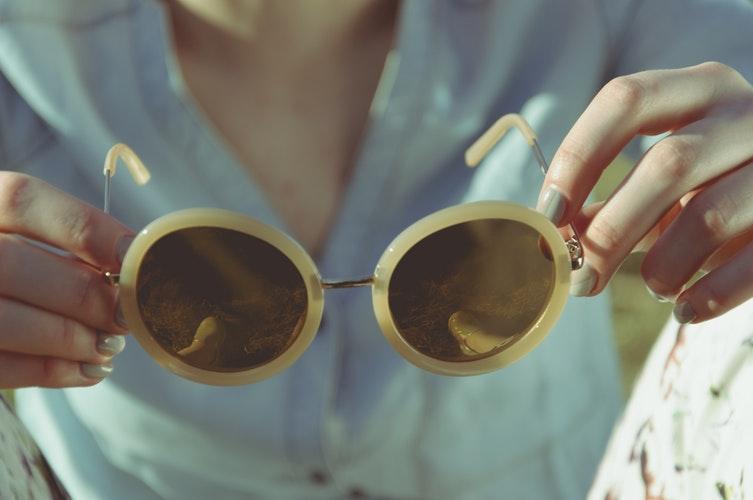 cuidados com óculos de sol