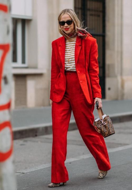 cores da moda 2020 - flame scarlet